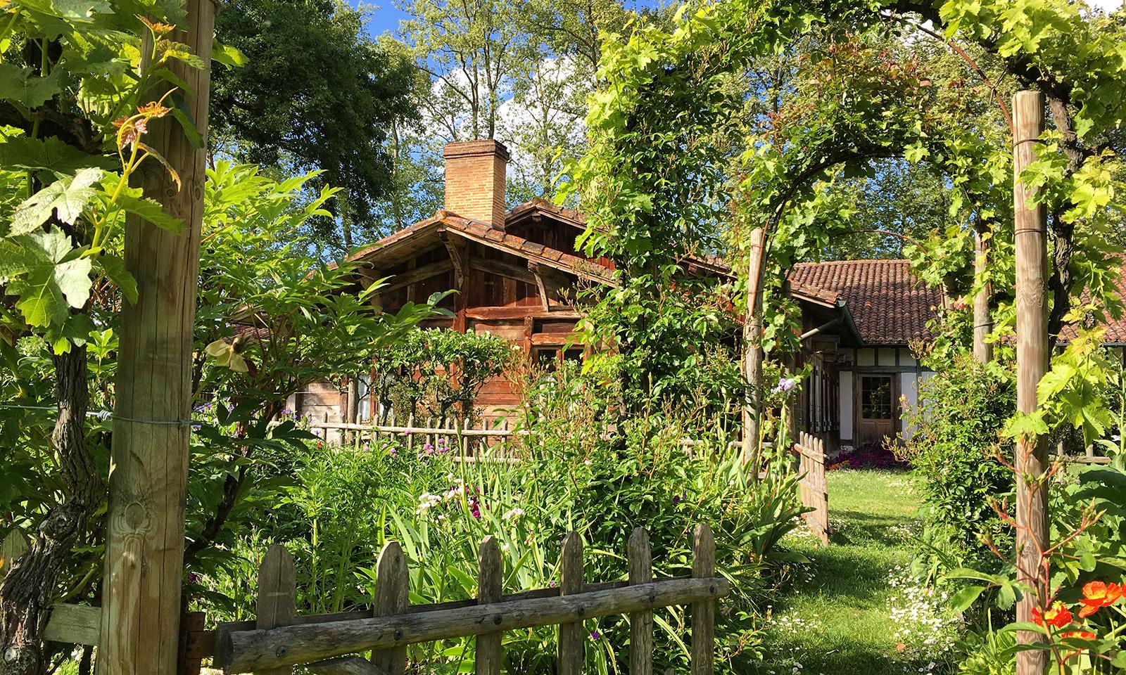 3 stations thermales aux jardins extraordinaires - La ferme thermale eugenie les bains ...
